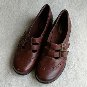 NWOT Clarks Bendables Brown Mary Janes